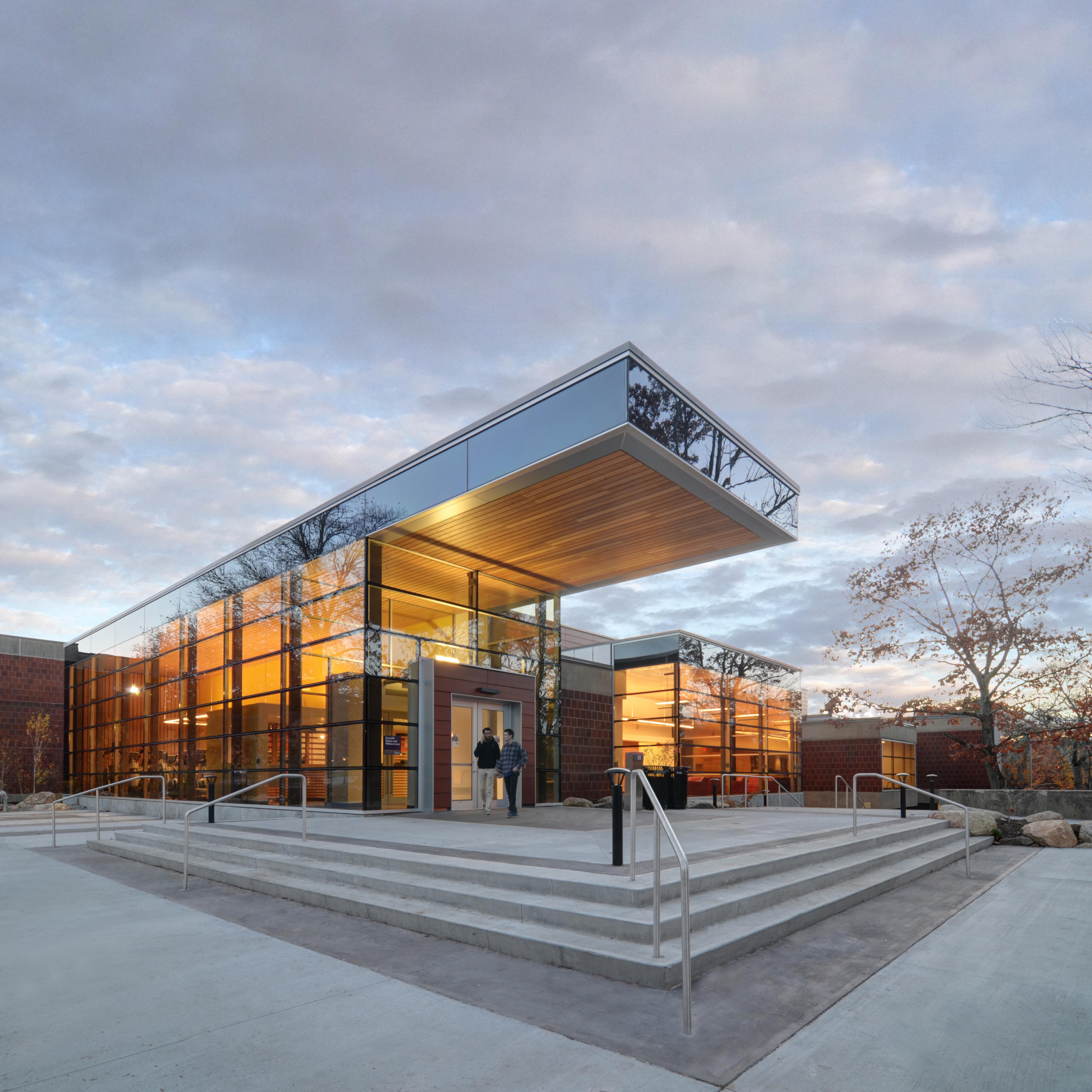 Kite-0819-URI Wellness Center-Exterior-East Entrance