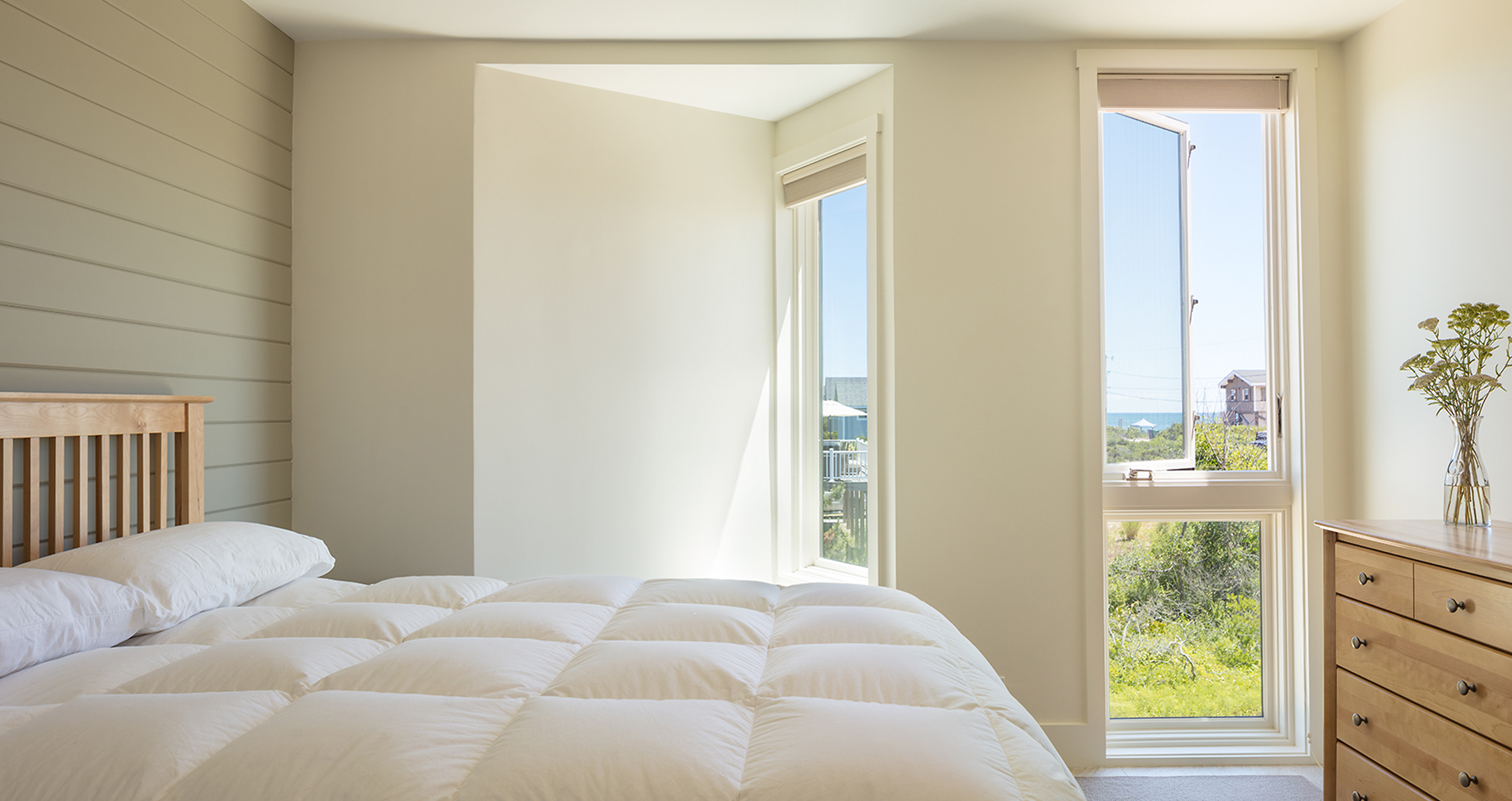Kite-1614-Charlestown-beach-house-guest-room