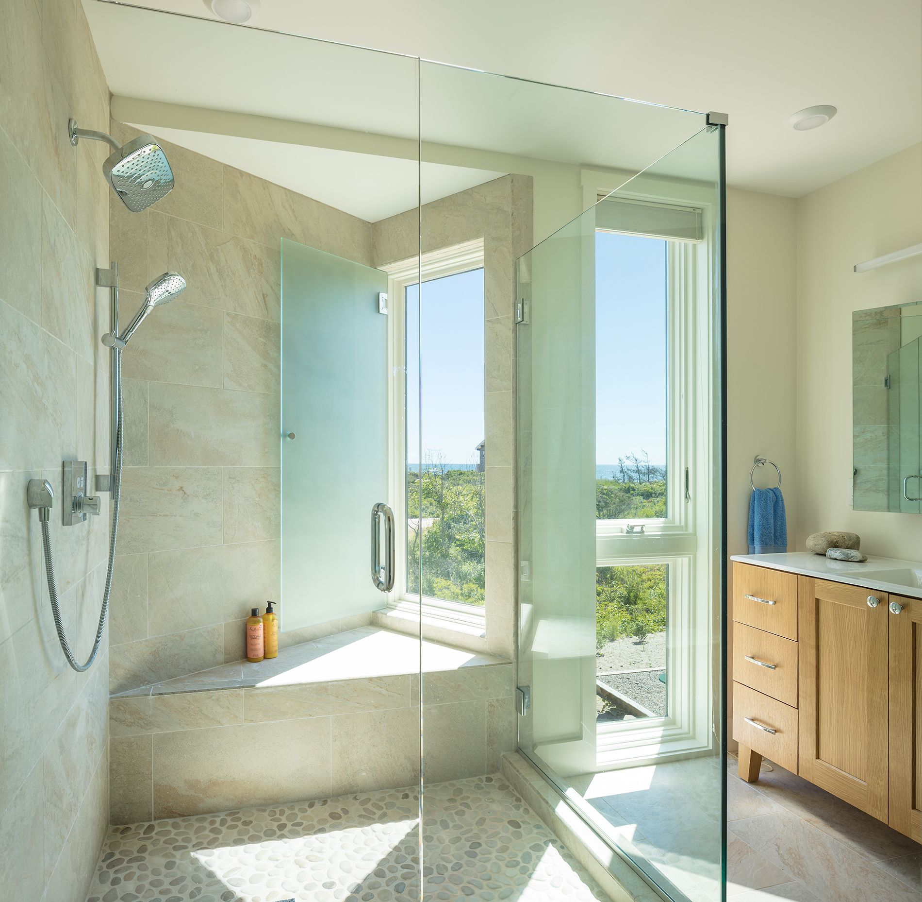 Kite-1614-Charlestown-beach-house-master-bath